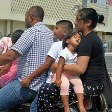 Adana'da şaşkına çeviren görüntü... Motosikletle 6 kişilik yolculuk!