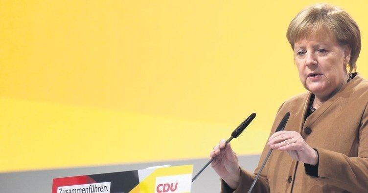 Merkel 18 yıl sonra koltuğu devrediyor