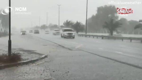 Sıcaklıklar 50 dereceyi bulunca, Dubai kendi yapay yağmurunu üretti   Video  videosunu izle   Son Dakika Haberleri