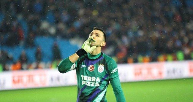 Galatasaraylı Muslera ve Falcao'dan corona virüsü cevabı!