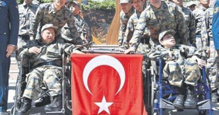 28 engelli, asker üniforması giydi