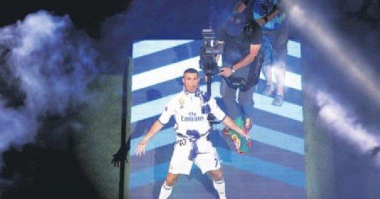 Ronaldo 1 yıla tam 5 kupa ve 4 ödül sığdırdı