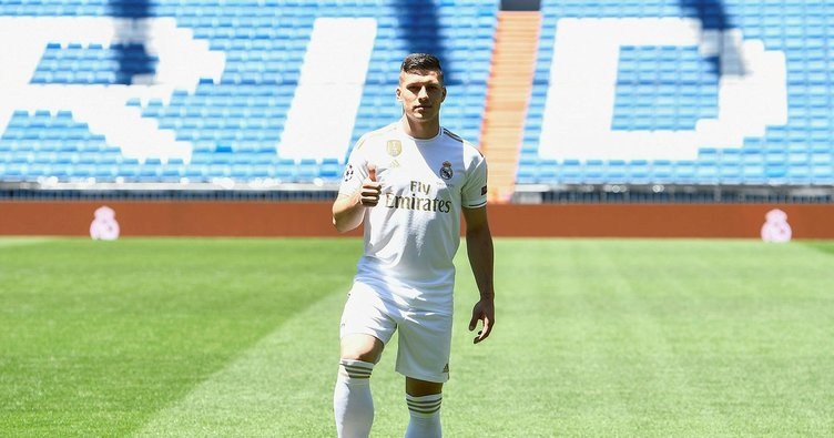 Real Madrid, Jovic'i tanıttı