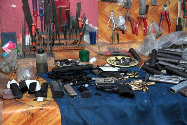 Pendik'te silah imalathanesine baskın
