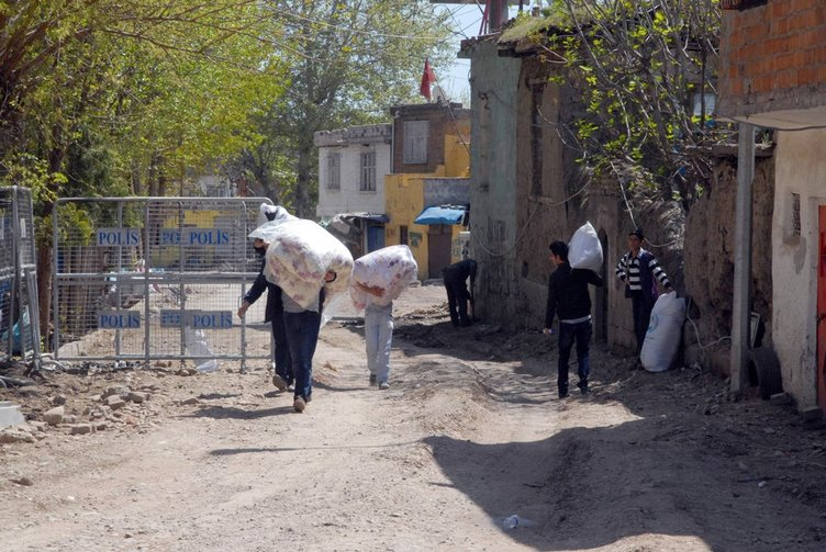 Sur'da oturan aileler aylar sonra ilk defa evlerine girdiler!