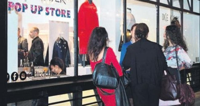 Paris'te pop-up butik açtı