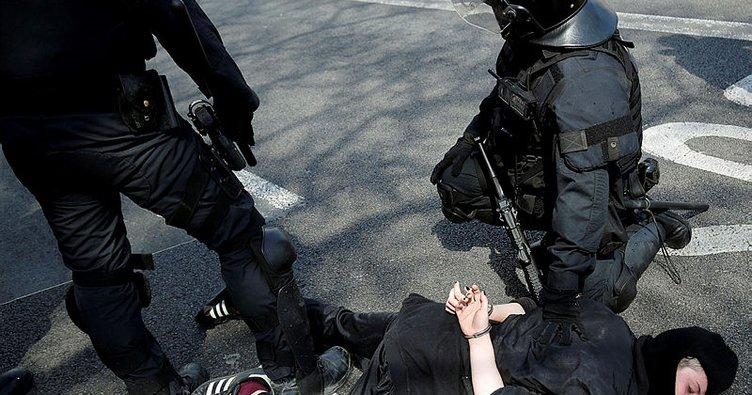 İspanyol aşırı sağına karşı Barselona'da olaylı eylem