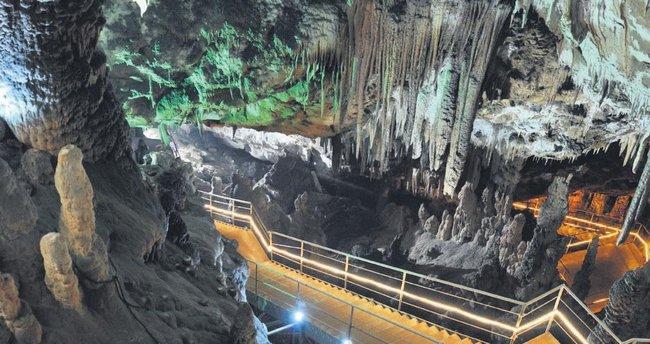 Oylat Mağarası'na ziyaretçi akını