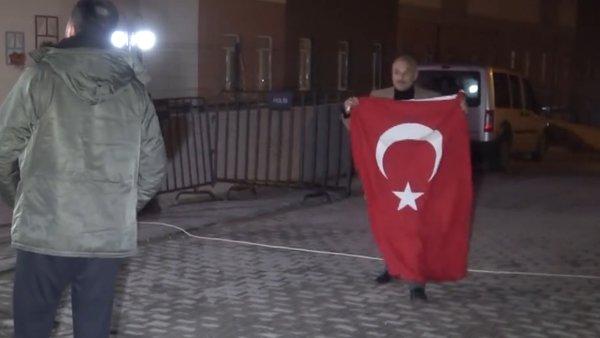 Bolu'da Türkiye Cumhuriyeti'ne küfür eden corona virüsü karantinasındaki öğrencilere vatandaşlardan tepki | Video
