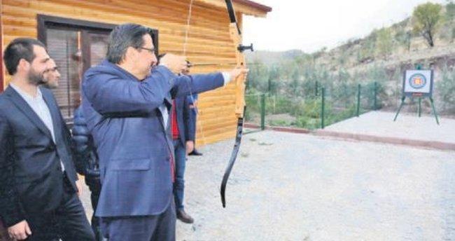 Bakan Yardımcısı Boynukalın, Keçiören'de spor tesisi inşaatını gezdi