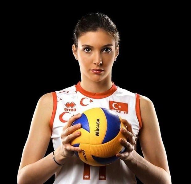 Güzellikleriyle de dikkat çeken Türk kadın sporcular
