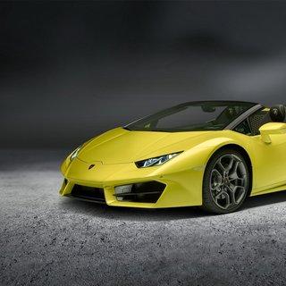 Lamborghini Huracan Spyder Honda Civic'in altına girdi