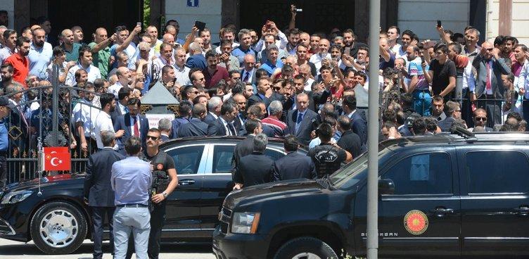 Erdoğan cuma namazını Başyazıcıoğlu Camisi'nde kıldı