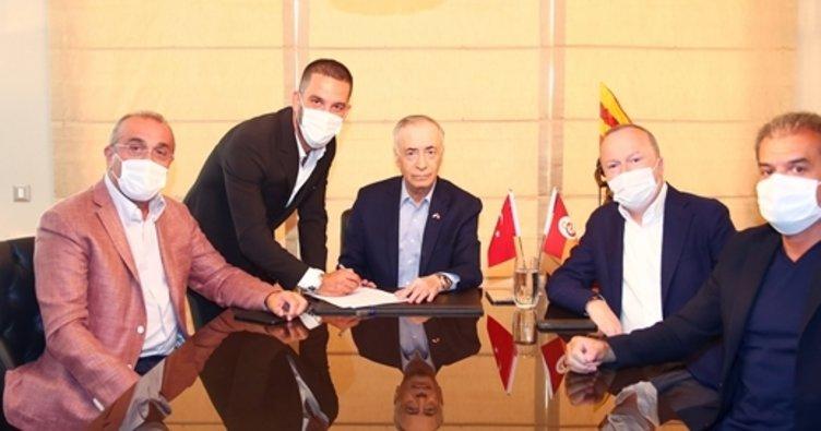 Arda Turan Galatasaray'a imza attı