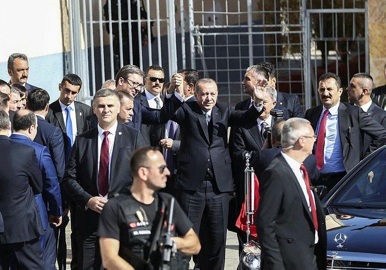 Erdoğan'ı Türk bayraklarıyla karşıladılar