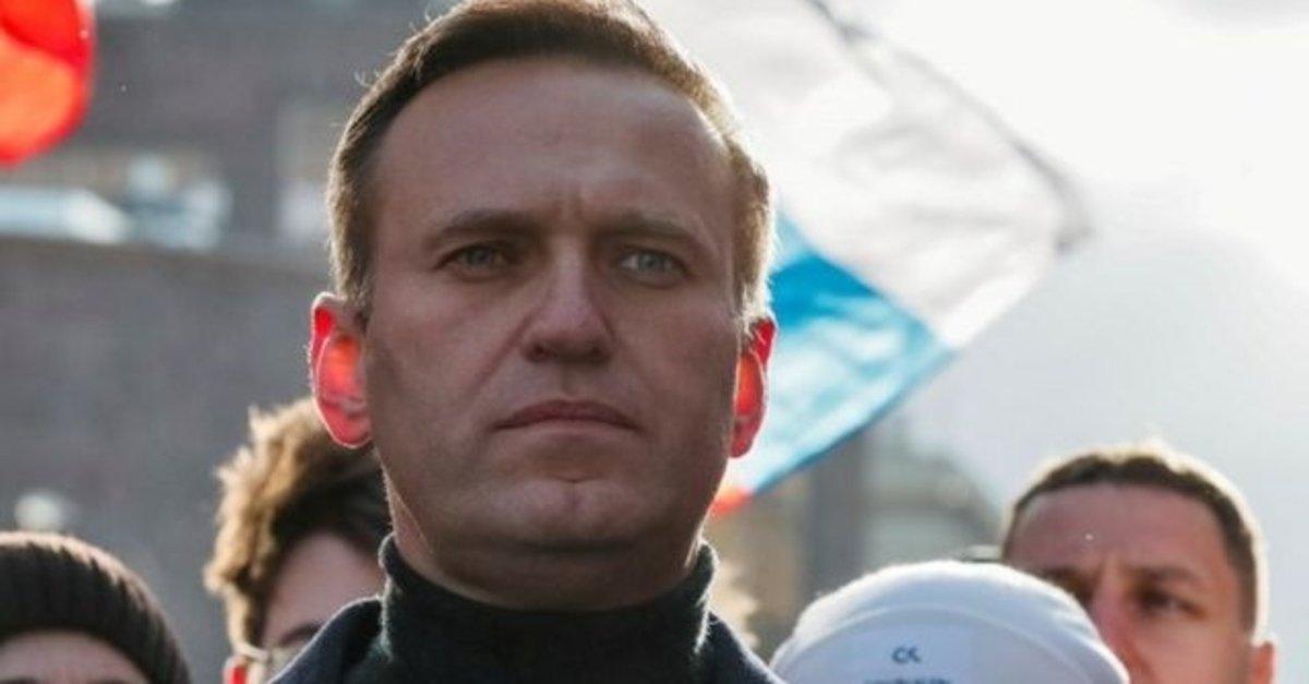 Rus muhalif lider Navalni, zehirlendiğini iddia ettiği su şişesini sosyal medya hesabından paylaştı