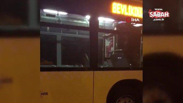 Metrobüste kendisine zarar veren şahıs ortalığı birbirine kattı | Video