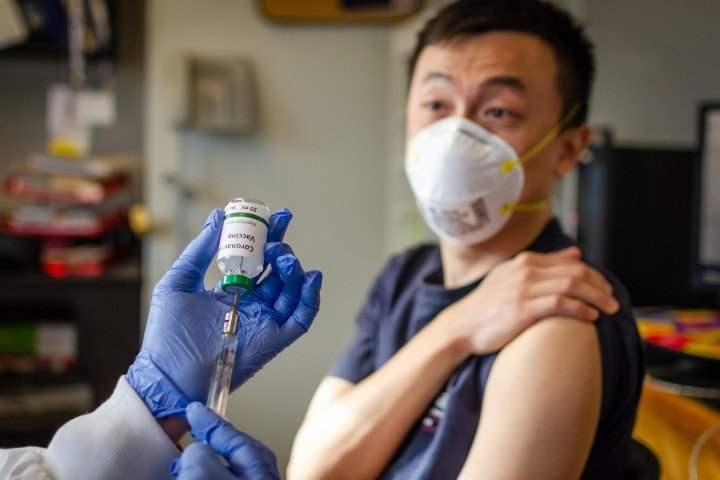 Coronavirüs aşısı ile ilgili son dakika açıklaması! En erken o tarihte görebiliriz