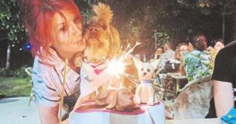 Köpeğinin doğum gününü kutladı