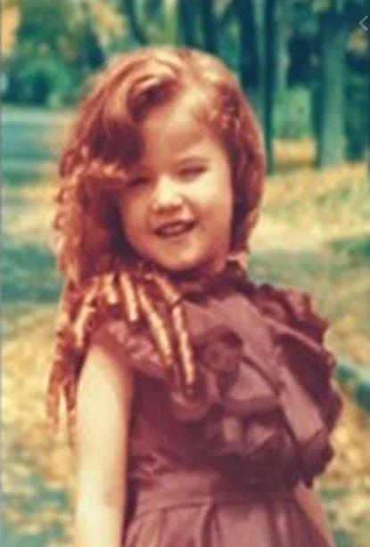 Sosyal medya bu minik kızı konuşuyor... O şimdi 7'den 70'e herkesin sevgisini kazanan ünlü bir sunucu!