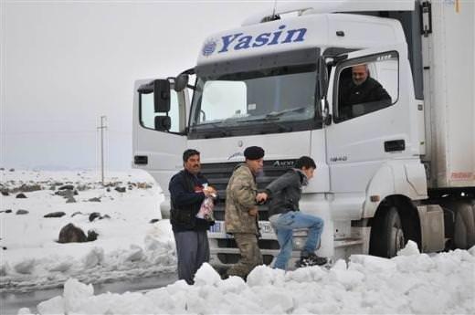 Şırnak'ta araçlar yolda kaldı