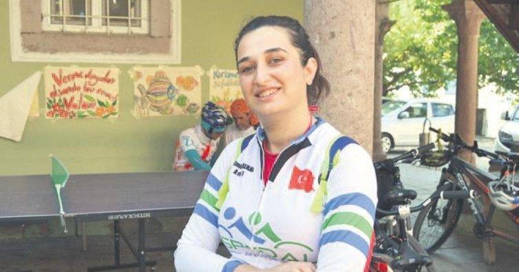 Görme engelli bisikletçiler Ayvalık'ta