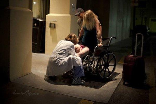 Hastane kapısında doğurdu