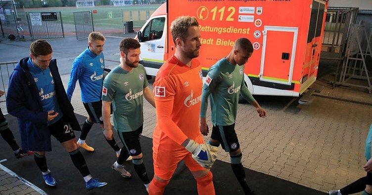 Küme düşen Schalke'de taraftarlar futbolculara saldırdı! Tesislerden koşarak kaçtılar...
