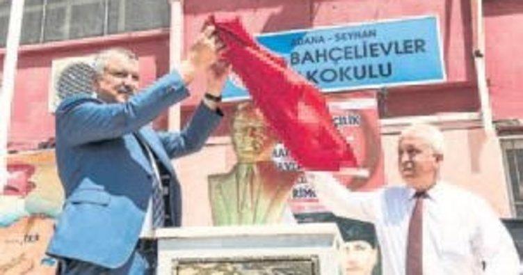 Seyhan'dan ilkokula Atatürk büstü
