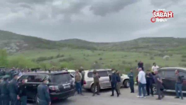 Ermenistan Başbakanı Paşinyan'ın konvoyuna yumurtalı saldırı | Video