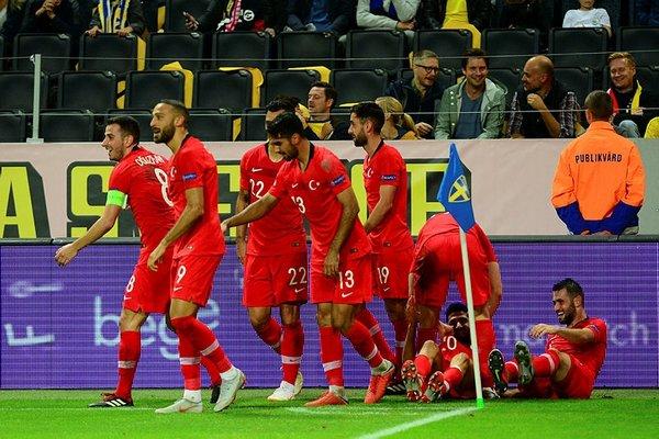 Erman Toroğlu: Lucescu'nun bu takıma verdiği bir halt yok