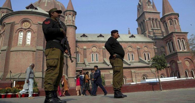 Pakistan'da bomba imha ekibine bombalı saldırı!
