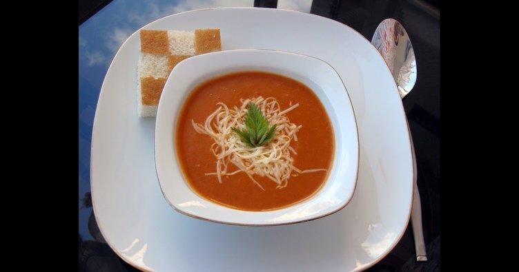 Fesleğenli sütlü domates çorbası tarifi: Fesleğenli sütlü domates çorbası nasıl yapılır?