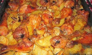 Fırında patatesli tavuk nasıl yapılır? İşte fırında patetesli tavuk tarifi…