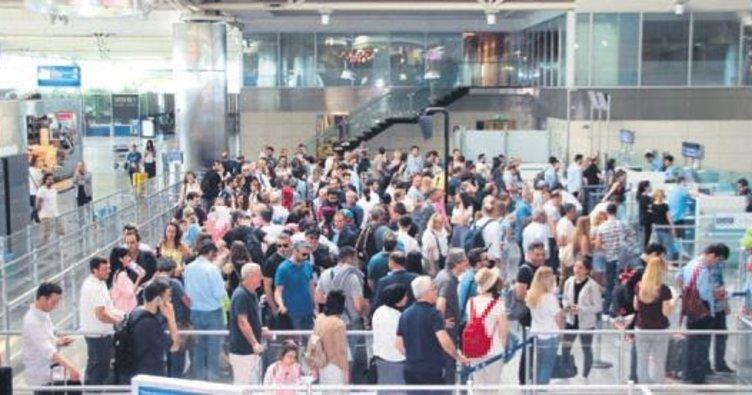 Bir günde 220 bin yolcu