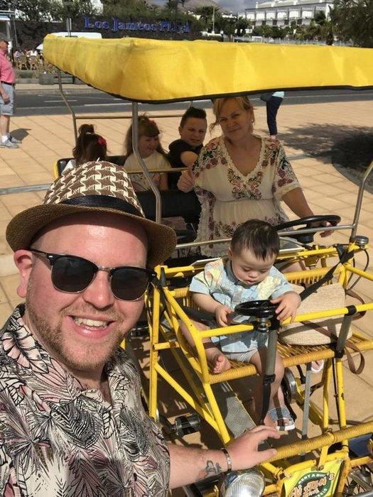 Engelli 4 çocuğu yanına alıp...