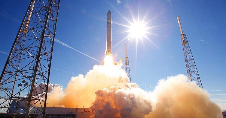SpaceX yeni iletişim uydusunu uzaya fırlattı