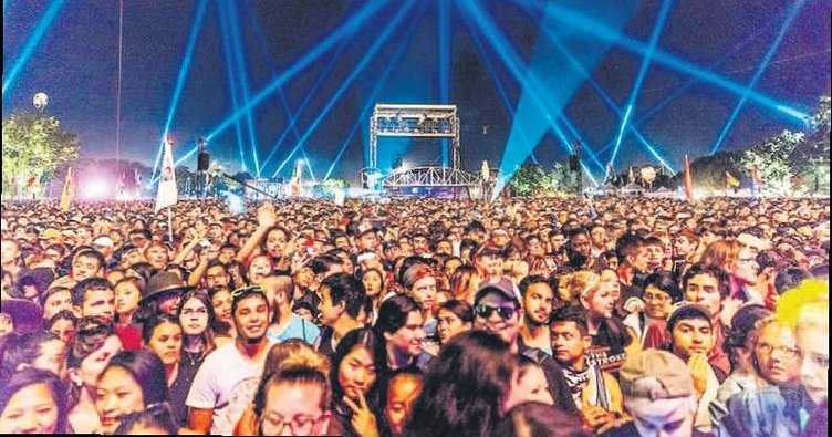 Festival tutkunları ekran başına