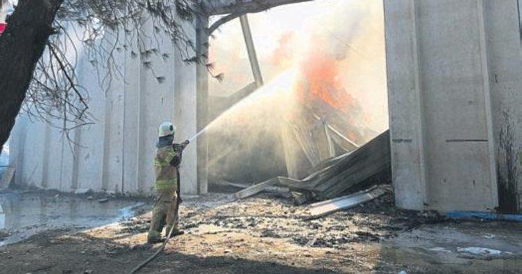Torbalı'da fabrika alev alev yandı