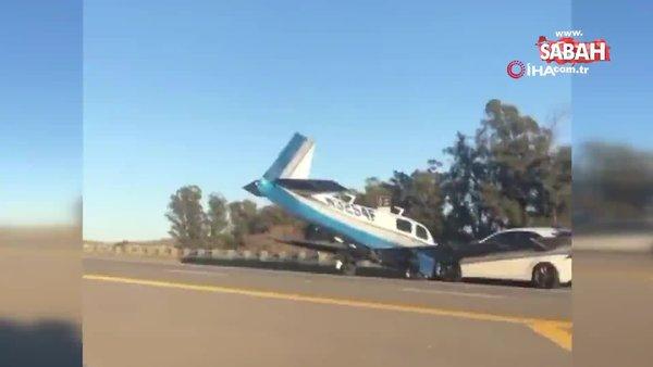 ABD'de küçük uçak, otoyoldaki araca çarptı   Video