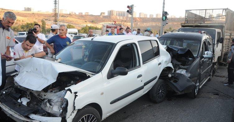 Gaziantep'te zincirleme kaza: 1'i ağır, 5 yaralı!