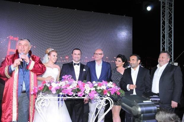 Sanatçıları buluşturan düğün