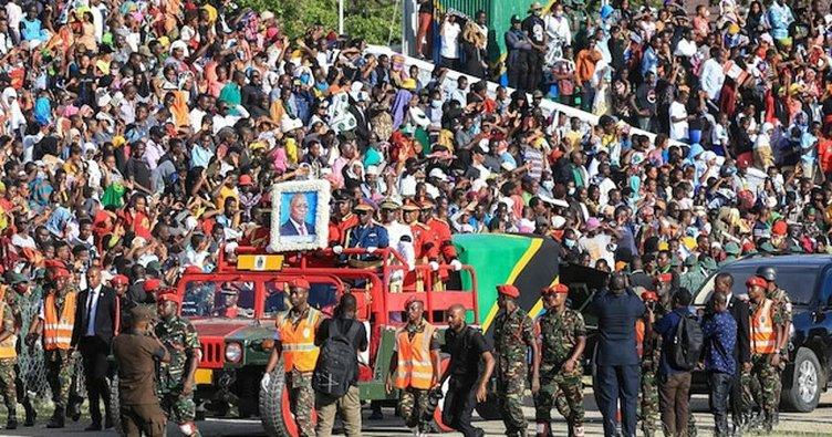 Eski Tanzanya Devlet Başkanı'nın cenaze töreninde izdiham faciası! 4'ü çocuk 5 ölü