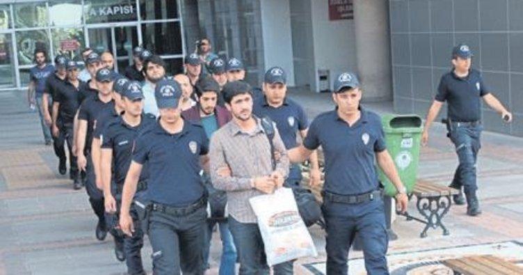 FETÖ'nün 'mahrem imamları' tutuklandı