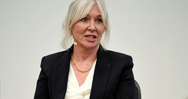 İngiliz bakandan BBC'ye sert sözler: Ayrıcalıklıların çalıştığı kurum...