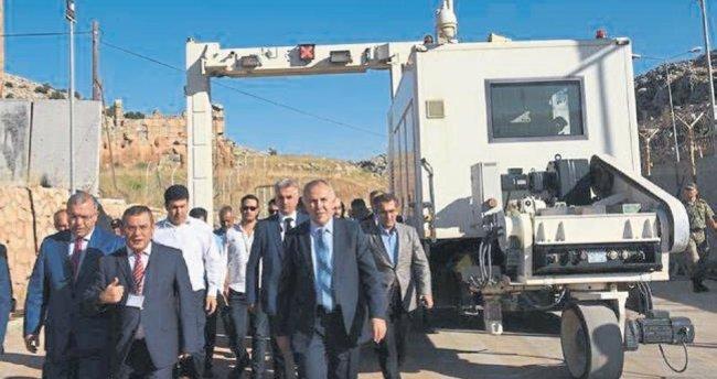 Vali Erdal Ata Reyhanlı Cilvegözü Sınır Kapısı'nda