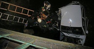 Düzce'de otomobil su kanalına devrildi: 4 yaralı