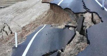 Son dakika! Adana'da şiddetli yağışlardan dolayı yol çöktü