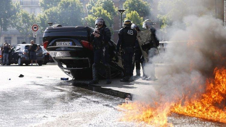 EURO 2016 öncesinde Fransa yanıyor!