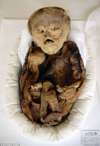 10 asırlık mumya bebek gündem oldu